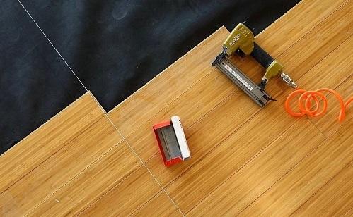 Sàn tre ép nghiêng màu cà phê