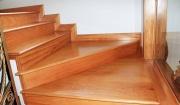 mặt bậc cầu thang gỗ công nghiệp tốt không