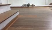 Công trình lắp mặt bậc cầu thang và sàn gỗ Maxwood D114 phố Nguyễn Lân