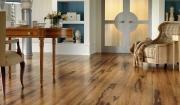 Nên chọn sàn gỗ công nghiệp Kronoswiss hay ván sàn Janmi?