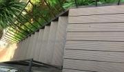 cầu thang gỗ ngoài trời