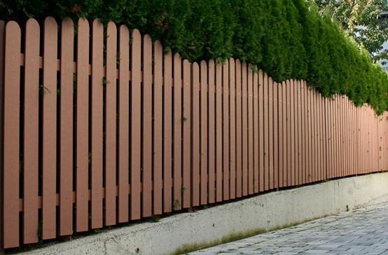 hàng rào gỗ nhựa